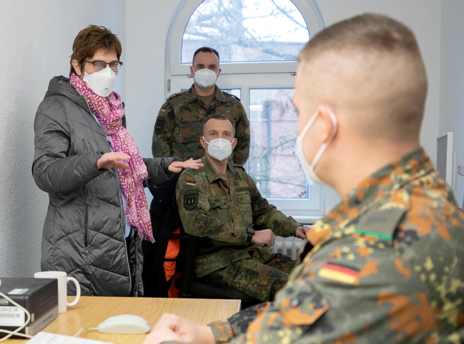 #Bundeswehr #AKK besucht die Truppe bei der Corona-Amtshilfe